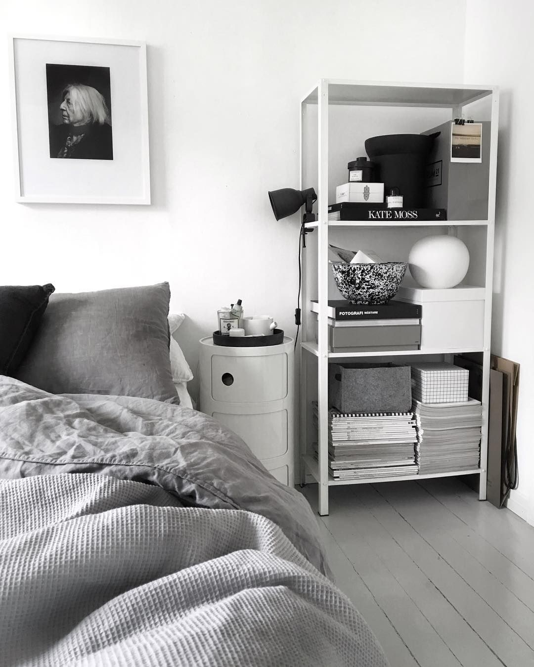 Chambre Adulte Ikea Étonnant Ikea Hyllis Metallic Shelf In Bedroom by 49kvadrat